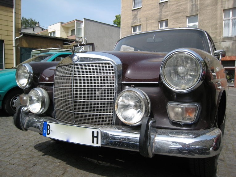 Freie Mercedesfahrzeug Werkstatt Autolackiererei