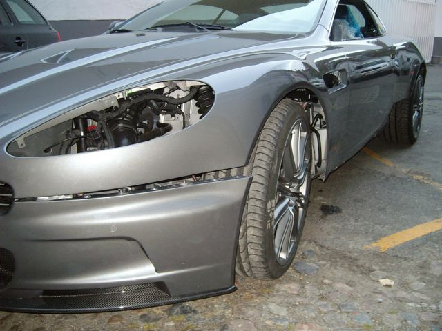 Aston Martin DBS Freie Astonfahrzeug Werkstatt Unfallschaeden