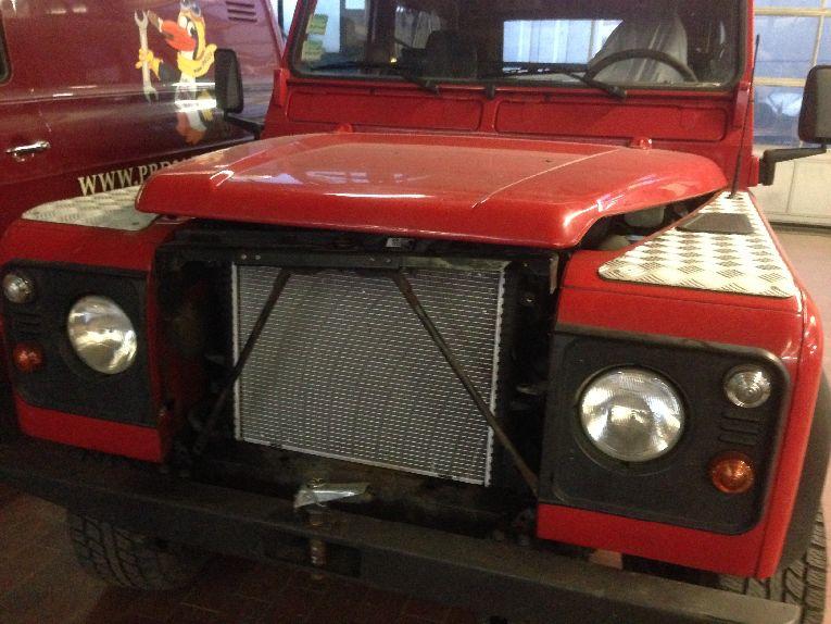 Land Rover Defender in Werkstatt Berlin
