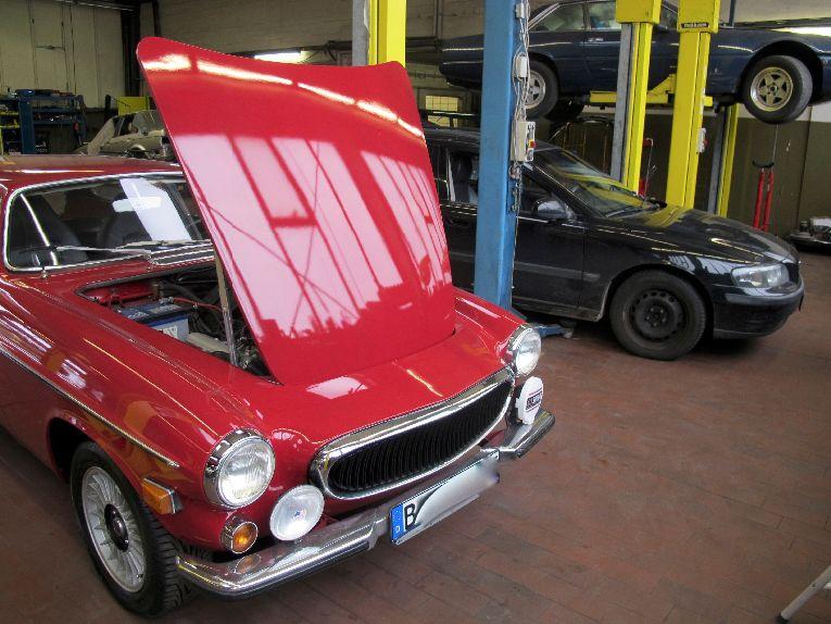 Volvo Oldtimer und neue Fahrzeuge in unserer Werkstatt in Berlin